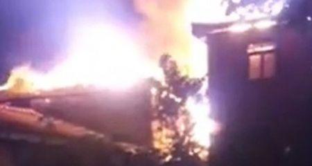 Bolu'da 2 ev cayır cayır yandı