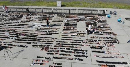 Eminönü'nde sular altında kalan ayakkabılar Yenikapı'da kurutmaya bırakıldı