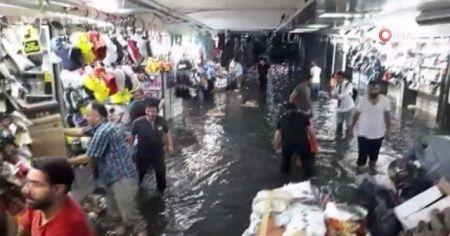 Eminönü Yeraltı Çarşısı sular altında kaldı