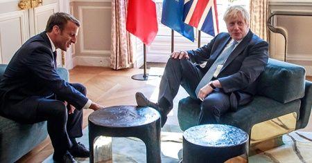 İngiltere'nin yeni Başbakanı Johnson'dan dikkat çeken rahatlık