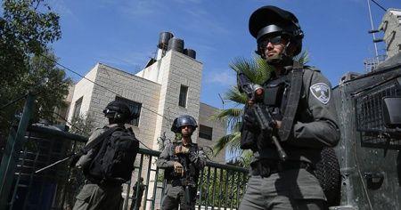 İsrail Ramallah'ta 3 Filistinliyi gözaltına aldı