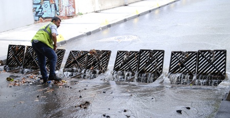 İstanbul'da aşırı yağış iki ilçeyi vurdu