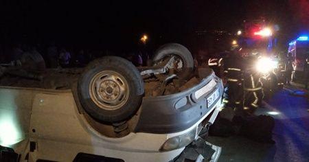 Kaçak göçmenleri taşıyan minibüs devrildi