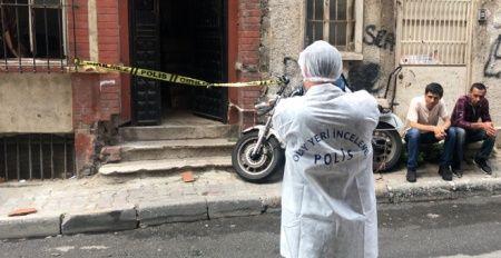 Kötü kokular gelen binadan ceset çıktı