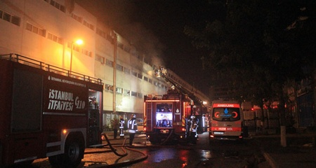 İstanbul'da bir depoda çıkan yangın kontrol altına alındı