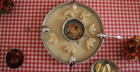 Sıcak çorba ile soğuk hamurun birleştiği tat! Çiğnemeden yutuluyor