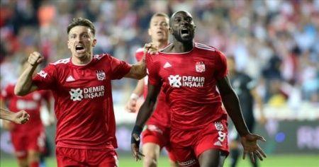 Sivasspor Beşiktaş'ı farklı yendi