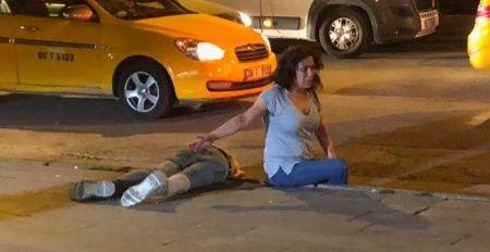 Sokak ortasındaki tartışma kanlı bitti! Defalarca bıçaklayıp, darp edip kaçtılar