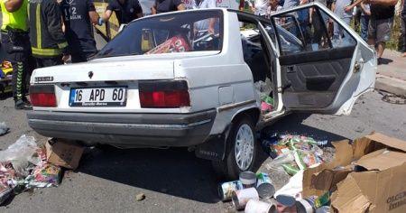 Yolcu otobüsüne çarpan otomobilde can pazarı: 1 ölü
