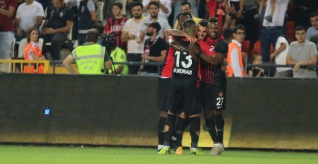 9 kişi kalan Beşiktaş'ın nefesi yetmedi