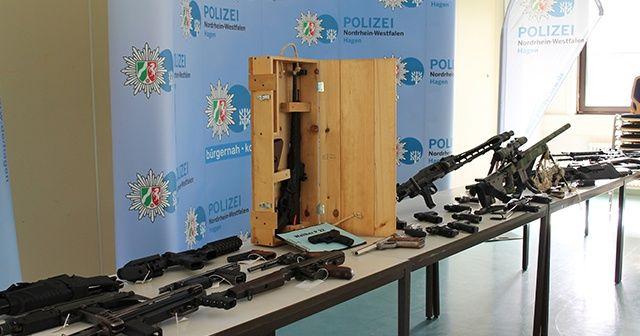 Almanya'da işçi fabrikadan çaldığı silahları çetelere sattı