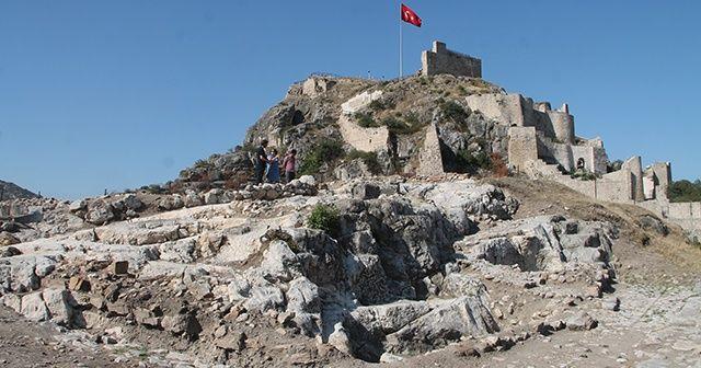 Arkeolojik kazılarda 700 yıllık cami bulundu