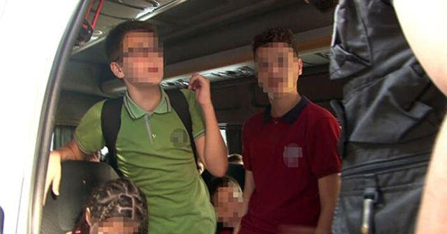 Beyoğlu'nda okul servisinde şok görüntü