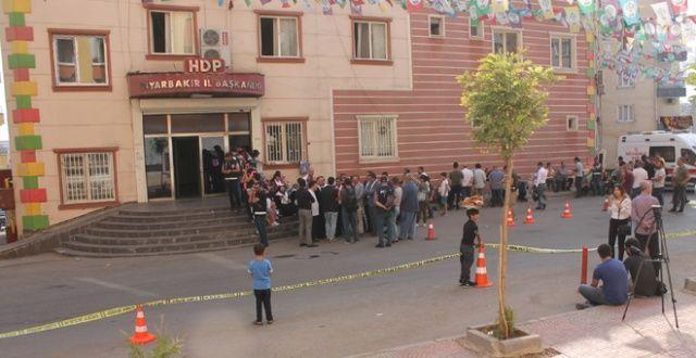 Eylem yapan aileler, HDP hakkında suç duyurusunda bulundu