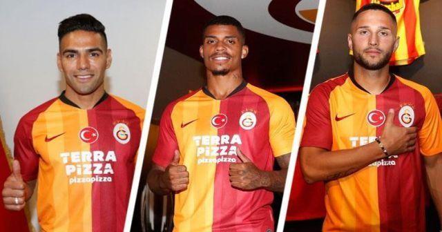 Galatasaray'ın yeni yıldızları için imza töreni