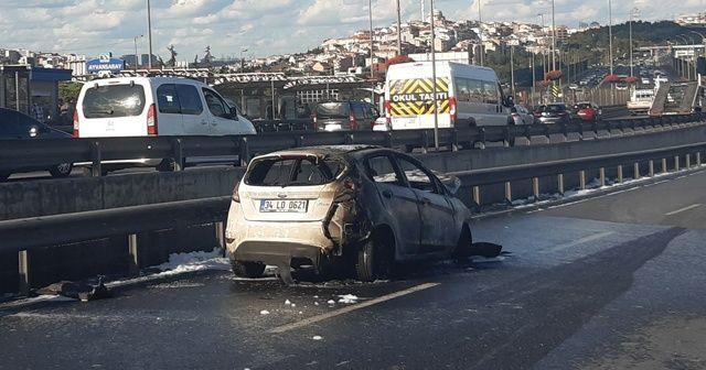 Haliç Köprüsü'nde otomobil alev alev yandı