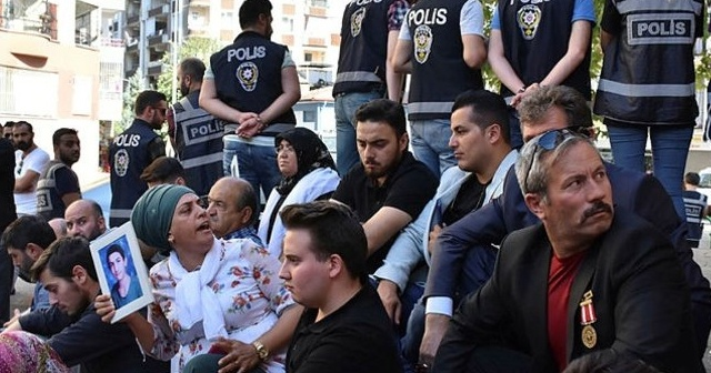 HDP önünde 'evlat nöbeti' sonrası Kandil'i korku sardı