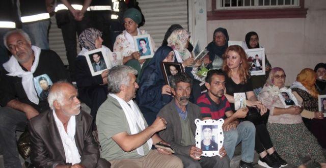 HDP önündeki annelere destek! Mahsun Kırmızıgül ve Emrah'a çağrı