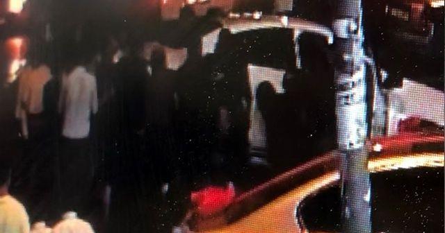 Küçük kız aracın altında kaldı, vatandaşlar aracı elleriyle kaldırdı!