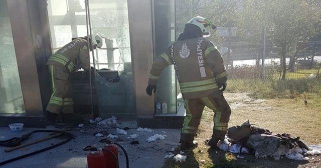 Metrobüs durağında yangın!