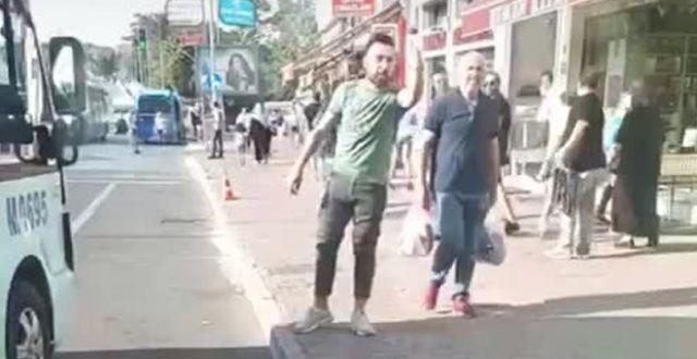 Minibüs şoförünün trafikte terör estirdiği anlar kamerada