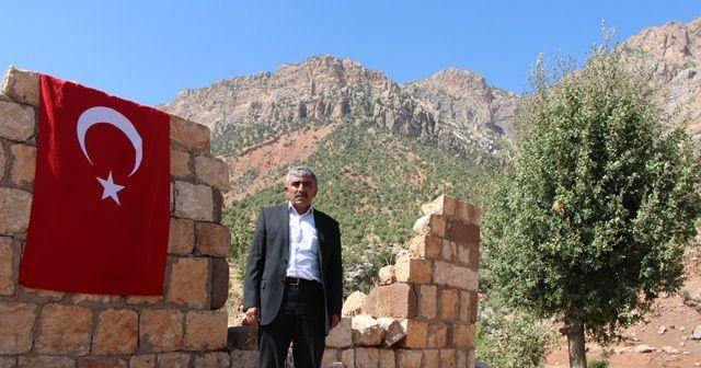 PKK'nın 12 yakınını katlettiği eve 32 yıldır Türk Bayrağı asıyor