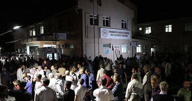 Diyarbakır'da sivilleri taşıyan araca terör saldırısı