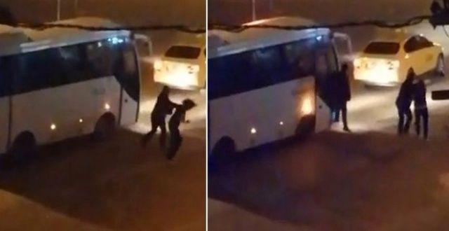 Taksisinin aynasını kıran kadını tekme tokat dövdü