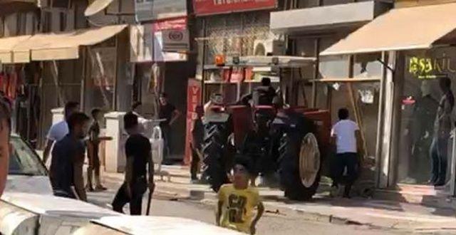 Traktörle husumetlisinin iş yerine girdi
