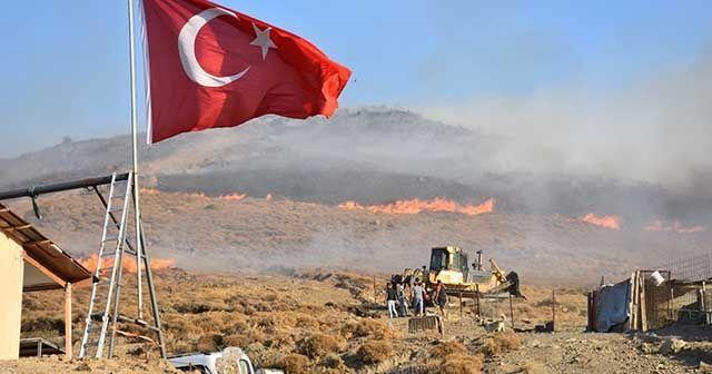 Yangında eşyalarını bıraktı, Türk bayrağını kurtardı
