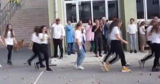 Yeni öğrencilere simit atma geleneği tepki çekti