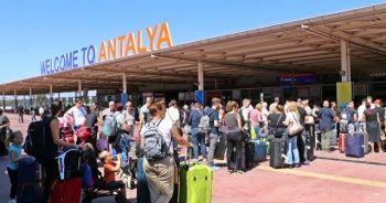 43 bin İngiliz turist panikte! Antalya Havalimanı'nda kuyruk oluştu