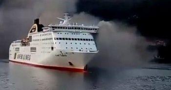 600 kişiyi taşıyan feribot yandı