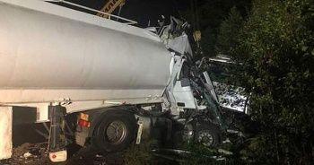 Akaryakıt tankeriyle yolcu otobüsü çarpıştı: 9 ölü, 11 yaralı