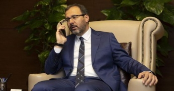 Bakan Kasapoğlu'ndan Abdülkadir Ömür'e geçmiş olsun telefonu