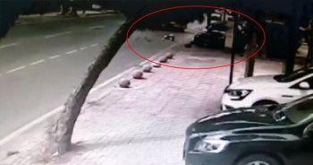 Kadıköy'de otomobilin kaldırıma daldığı kaza kamerada