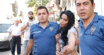 Maltepe'de bir kadın eski eşini bıçakladı