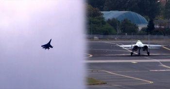 Su-35 savaş uçağı İstanbul'da gösteri uçuşu yaptı