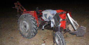 Traktör ile pikap kafa kafaya çarpıştı