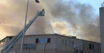 Zeytinburnu'nda iş yerinde yangın çıktı