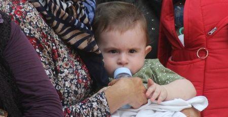 8 aylık bebeğin şehit babasına son bakışı yürekleri dağladı