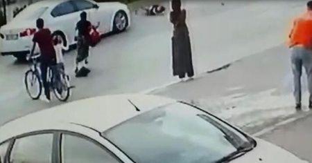 8 yaşındaki çocuğa otomobil çarptı