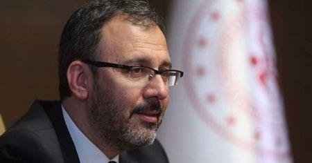 Bakan Kasapoğlu milli yüzücüleri tebrik etti