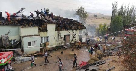 Erzurum'da 3 ev yangında kullanılamaz hale geldi