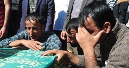 Feci kazada ölen 3 vatandaş gözyaşlarıyla toprağa verildi