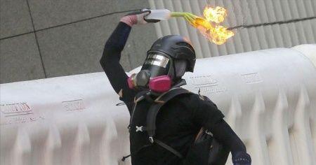 Hong Kong'da polisten protestoculara 'gerçek mühimmat kullanabiliriz' uyarısı