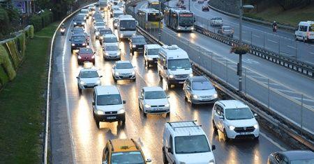 İstanbul'da yağmur trafiği felç etti