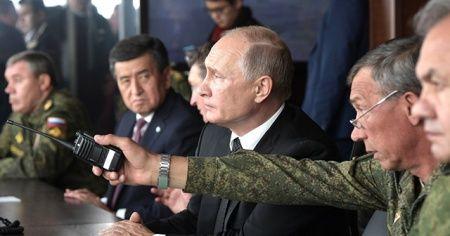 Putin, 128 bin askerin katıldığı tatbikatı izledi