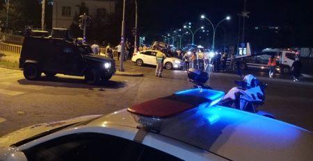 Sivil polis otosu kaza yaptı: Yaralılar var