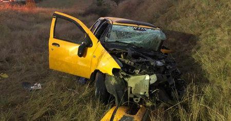 Ticari taksi ile kamyon çarpıştı